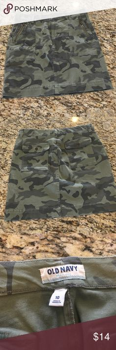 Old Navy Womens camo chino skirt Women's Old Navy camo chino skirt. Hits above knee. Size 10. Never worn Old Navy Skirts