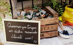 Si tienes pensado regalar algo dulce como souvenir de tu boda, éste mensaje puede quedar genial en alguna pizarra o cartel :)