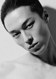 Korean Male Actors, Asian Actors, Handsome Asian Men, Handsome Boys, Hanfu, Korean Picture, Lighten Dark Spots, Korean Drama Best, Yoo Ah In