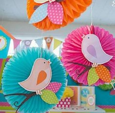 primavera Spring Crafts For Kids, Paper Crafts For Kids, Easy Crafts, Diy And Crafts, Classroom Decor Themes, School Decorations, Diy Tassel Garland, Baby Mobile Felt, Pastel Balloons