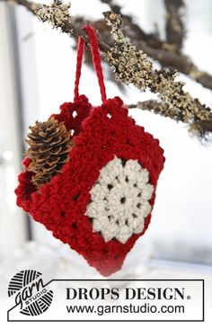 Crochet DROPS Christmas bag, just gorgeous!! A real treat for the tree. I love this, thanks so for the share xox