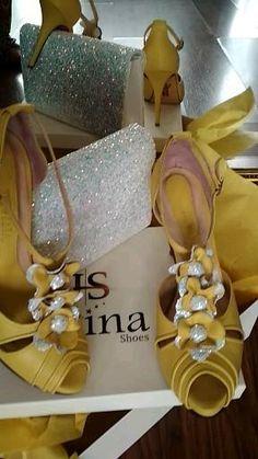 Κίτρινα Γυναικεία παπούτσια με χειροποίητα λουλούδια από γκλιτερ, σεταρισμενα με την χειροποίητη τσάντα! Prom Dresses, Formal Dresses, Glitter, Yellow, Shoes, Fashion, Zapatos, Dresses For Formal, Moda