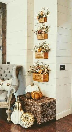 Best Makeover To Holiday Wall Decor Ideas 33 - All About Decoration Fall Home Decor, Autumn Home, Box Deco, Farmhouse Style, Farmhouse Decor, Rustic Decor, Seasonal Decor, Holiday Decor, Holiday Ideas