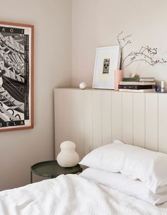 The Design Files: Inside an apartment with the perfect mix of design and comfort Neutral Bedroom Decor, Home Decor Bedroom, Living Room Decor, Bedroom Artwork, Bedroom Ideas, Forest Green Bedrooms, Bedroom Green, Home Interior, Modern Interior Design