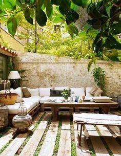 Salon de jardin en palette sur sol terrasse bois