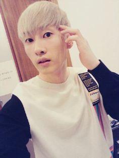 Super Junior's Eunhyuk reveals a fresh morning selca to fans