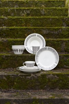 Metsikkö Tableware | Minna Niskakangas wanted to bring the beauty of the forests into the everyday life of city dwellers. The tradition of Finnish forests lives in the modern Metsikkö collection. The tableware shapes were created by Lasse Kovanen.