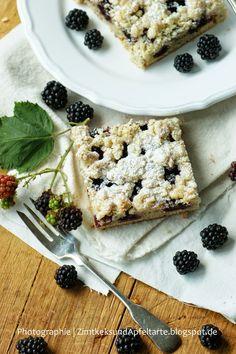 Zimtkeks und Apfeltarte: Brombeer-Mandelkuchen mit Vanille-Mandel-Streuseln