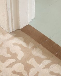 Pattern on floor. Image credit: Sunnys Good Time Paint - http://sunnyspaint.com/