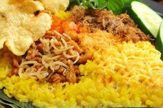 Rahasia resep nasi kuning gurih enak dan cara membuatnya. Bagaimana cara membuat nasi kuning gurih dan enak. Berikut resep sederhana cara membuat nasi kuning hingga matang. Nasi kuning merupakan resep masakan dengan bahan utama beras dan kunyit - Resep Masakan Indonesia - Indonesian Food Recipes - Indonesian cuisine
