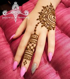 Mehndi Designs almost every female looking for who are interested in mehndi. Now you can see some fabulous and beautiful simple mehndi designs. Easy Mehndi Designs, Henna Hand Designs, Latest Mehndi Designs, Bridal Mehndi Designs, Henna Tattoo Designs, Tattoo Ideas, Mehandi Designs, Foot Tattoos, Small Tattoos