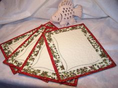 Christmas Placemats, Place Mats Quilted, Mug Rugs, Knit Crochet, Quilting, Holiday Decor, Home Decor, American Games, Fabric Crafts