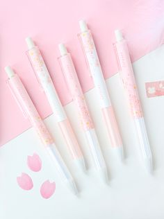Enjoy everyday note taking with this gorgeous gel ink pen. It has a beautiful white and pink barrel and is printed with cherry blossom and petals. Choose from capped or retractable design.