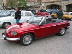 Une Panhard 24 BT ou CT tout le monde connaît, mais un cabriolet ...? Pour info la base est une BT avec un interieur de R5 Alpine. Elle est dans le 42, d'autres infos devraient suivre...