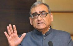 As the farmers' protest against the Centre's three laws entered the 50th day on Thursday, former Supreme Court judge Justice Markandey Katju has written a letter to Prime Minister Narendra Modi to repeal the four laws in a bid to prevent the violence that might ensue on January 26 in the wake of farmers' tractor rally. Delhi High Court, Contempt Of Court, Watch News, Court Judge, Latest World News, Latest News Headlines, Republic Day, Latest Sports News, Political News
