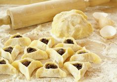 Foods at Purim. Purim at Home. Purim, A Holiday of Reversals. Featured Articles on Purim. Jewish Desserts, Jewish Recipes, Jewish Food, Israeli Recipes, Purim Recipe, Triangles, Crack Crackers, Recipes, Marmalade