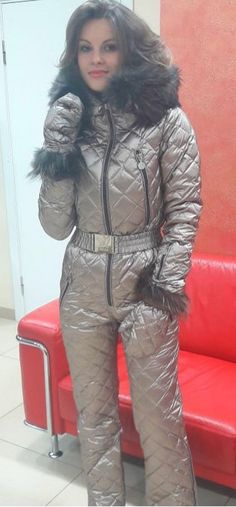 naumi bronze | skisuit guy | Flickr Trendy Fashion, Fashion Beauty, Womens Fashion, Fashion Trends, Winter Suit, Winter Parka, Ski Outfits, Down Suit, Moon Boots