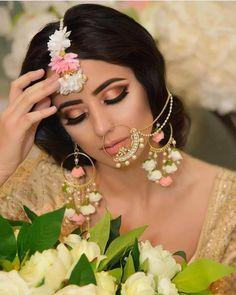 Top 9 Makeup Artists In Canada For Indian Brides - ShaadiWish Gold Lehenga Bridal, Pakistani Bridal Makeup, Indian Bridal Fashion, Bridal Mehndi, Mehendi, Bridal Makeup Looks, Bridal Hair And Makeup, Bridal Looks, Flower Jewellery For Mehndi