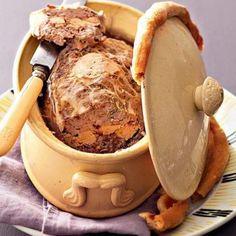Terrine de chevreuil au foie gras - Cuisineetvinsdefrance.com ! Foie Gras, Charcuterie, Country Pate, Bon Appetit, Truffles, Entrees, Lamb, Peanut Butter, Buffet