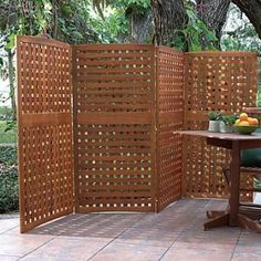 Yard Privacy Screens-Privacy Patio Screen-Outdoor Wood Privacy Screens - great option for a condo with a front yard where you can't install permanent fencing. Hot Tub Privacy, Privacy Fence Designs, Outdoor Screens, Privacy Screen Outdoor, Backyard Privacy, Privacy Screens, Backyard Bbq, Balcony Privacy, Patio Fence