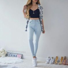 All year round outfit // blue and white flannel // light wash high waisted jegging // denim // white sneakers // black cropped cami