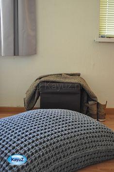 Big cushion crochet with a waffle stitch Big Cushions, Crochet Cushions, Crochet Pillow, Crochet Wool, Love Crochet, Crochet For Kids, Beautiful Crochet, Diy Crochet, Pillows