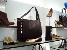 Loja Arezzo!  Conheça e curta nossa Pagina no Facebook Bolsas Para Mulher.