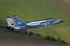 MiG-31 de demonstração com armamento completo; o aparelho deve seguir voando na Rússia por mais 20 anos (MiG)