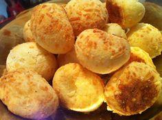 Αυτά τα ψωμάκια πραγματικά είναι πεντανόστιμα και σίγουρα θα αρέσουν σε όλους. Γίνονται εύκολα και δίνουν μια πικάντικη γεύση στο τραπέζι σας. Αν περιορίσετε τα καρυκεύματα σίγουρα θα τα λατρέψουν και τα παιδιά σας.  Υλικά για Empanadas, Greek Cooking, Snack Recipes, Snacks, Bread Rolls, How To Make Bread, Finger Foods, Food Processor Recipes, Food And Drink