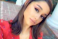 Ariana Grande with her hair short. Ariana Grande Selena Gomez, Ariana Grande Hair, Ariana Perfume, Celebs, Celebrities, Woman Crush, Cut And Style, Hair Inspo, Cute Hairstyles