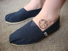 Do foot tattoos hurt? Cute and small foot tattoos for women, girls and men with flowers, butterflies or words. Inspirational cute and pretty Foot Tattoos. Small Foot Tattoos, Simple Wrist Tattoos, Foot Tattoos For Women, Cute Small Tattoos, Little Tattoos, Small Tattoo Designs, Tattoos For Guys, Future Tattoos, New Tattoos