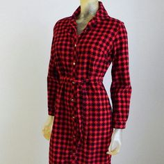 Vintage Corduroy Black & Red Houndstooth dress Vintage Beeline Button front shirt dress with matching tie belt. Corduroy Houndstooth. Fits small to medium. Perfect Fall/Winter dress, would look awesome with boots. Beeline  Dresses