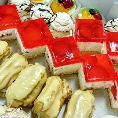 mini zákusky od www.cukrovi-kuncovi.cz ovocné kostky, kávové banánky, žloutkové šátečky, laskonky a mnohé další najdete na Kuncovi, Brno - Maloměřice, Hádecká 8. svatba, oslava, mejdan, večírek, vánoce, narozeniny Waffles, Cheesecake, Breakfast, Desserts, Food, Morning Coffee, Tailgate Desserts, Deserts, Cheesecakes