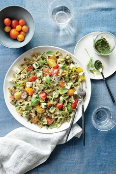 Pesto Pasta Salad with Tomatoes and Mozzarella This Caprese-inspired pasta toss is the ultimate summer main for a busy weeknight, outdoor picnic, or lunch on the go. Summer Pesto Pasta SaladPasta Pea and Pesto SaladCaesar Pesto Pasta Salad Pasta Salad For Kids, Pesto Pasta Salad, Summer Pasta Salad, Pasta Salad Recipes, Caprese Pasta, Pasta Lunch, Mozzarella Pasta, Vegetarian Pasta Dishes, Vegetarian Recipes