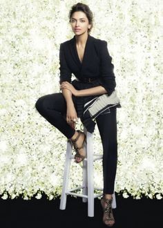 Deepika Padukone is one of the most popular Indian actresses. Bollywood Stars, Bollywood Fashion, Bollywood Actress, Fashion Now, Fashion Beauty, Womens Fashion, Indian Film Actress, Indian Actresses, Deepika Padukone Style