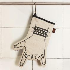 Otros - Cocina Guante rock - la mano izquierda - hecho a mano por we-love-rock en DaWanda #decoración #deco #diseño #hechoamano #handmade #hogar #casa #DaWanda