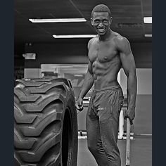 """This picture is one of the reason why I'm still going as hard as I do  I once showed it to my mom & her reaction was plain & she asked me who that was & I said Ma its me & she said . """" Hmm you look like monster  a beast  if this is the reason why you always in the gym let it be a Blessing as long as you love it. Put your heart into it you will make it . Love you .  #gymrat #fitnessaddict #fitness #ismmfs #shredz #fit #gymshark #fitlifestyle #nodaysoff #noexcuses #devinphysique #gymaholic…"""