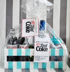 "Dirty Diet Coke Kit {free printables} If you know someone who loves Diet Coke then this is the perfect gift for them! It's a non-alcoholic ""dirty"" diet coke kit… Craft Gifts, Diy Gifts, Diy Presents, Cute Gifts, Best Gifts, Diy Spring, Neighbor Gifts, Diet Coke, Creative Gifts"