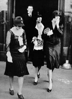 Mary Pickford, Norma Talmadge and Constance Talmadge, mourners at Rudolph Valentino's funeral. | 1926