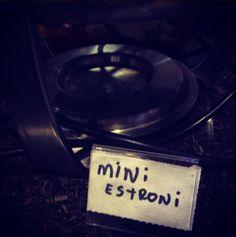 Mini Estroni. (Inspirador do tumblr Garçom, o Cardápio!, coletado do instagram @reginonssa).