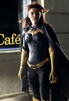 Female Superheroes Brought to Life - Dina Meyer as Batgirl/Oracle from Birds of Prey. Probably the best Batgirl suit so far.