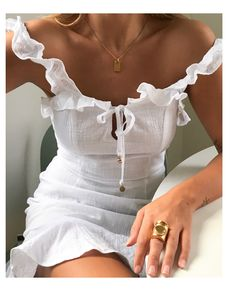 Summer outfit white dress white outfit sunkissed skin gold jewellery gold ring gold necklace ruffle dress vacation holiday outfit inspiration more on fashionchick 50 impressive holiday outfits ideas Look Fashion, Fashion Outfits, Fashion Tips, Fashion Trends, Fashion Women, Fashion Online, 90s Fashion, Fashion Clothes, Dress Fashion