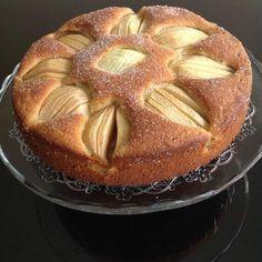 Την τελευταία φορά που πήγα στο πατρικό μου, η μαμάκα μου μέσα σε όλα είχε ετοιμάσει και την αγαπημένη μου μηλόπιτα. Και - φυσικά- σας την είχα δείξει και -...