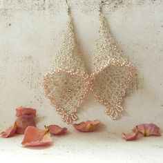 Bijouterie original: pendientes tejidos a crochet. Imagen: Albina Rose para Etsy.