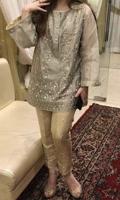 Pakistani Fancy Dresses, Pakistani Fashion Party Wear, Pakistani Dress Design, Stylish Dresses For Girls, Stylish Dress Designs, Casual Dresses, Frock Fashion, Women's Fashion Dresses, Red Lehenga