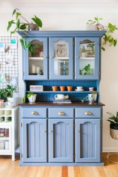 Mid Century Style Kitchen Hutch Makeover + Video — The Whimsical Wife Hutch Makeover, Furniture Makeover, Diy Furniture, Furniture Design, Furniture Chairs, Luxury Furniture, Antique Furniture, Kitchen Hutch, Home Decor Kitchen
