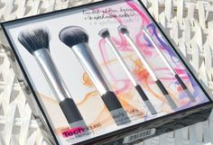 Real Techniques Nic's Picks Makeup Brush Set & GIVEAWAY