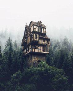 Dream house in the Photo edited by – All Pictures Camping Survival, Outdoor Survival, Survival Gear, Monuments, Camping Sauvage, Destinations, Misty Forest, Tower House, Witch House