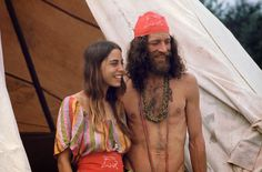 Girls of Woodstock: The Best Beauty and Fashion from One of the Biggest Rock Festivals of All Time - Atchuup! 1969 Woodstock, Festival Woodstock, Woodstock Photos, Woodstock Music, Hippie Style, Hippie Chick, Lollapalooza, Janis Joplin, Beauty And Fashion