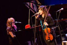 JazzFest Berlin 2010 Elena Setién (vocals & violin) und Johanna Borchert (piano, keyboards & vocals) Little Red Suitcase Haus der Berliner Festspiele, 05.11.2010 © Sergei Gavrylov